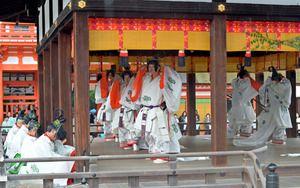 写真・図版 Aoi Matsuri pre-festival Mikage Matsuri to welcome the Shinto spirits to the shrine.