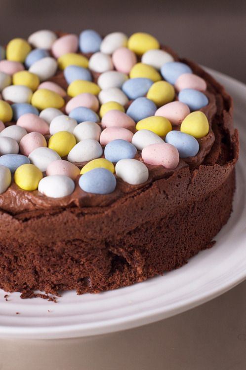 Gorgeous adaptation of Nigella Lawson's Easter Nest Cake from @Laura Lomax - so pretty!
