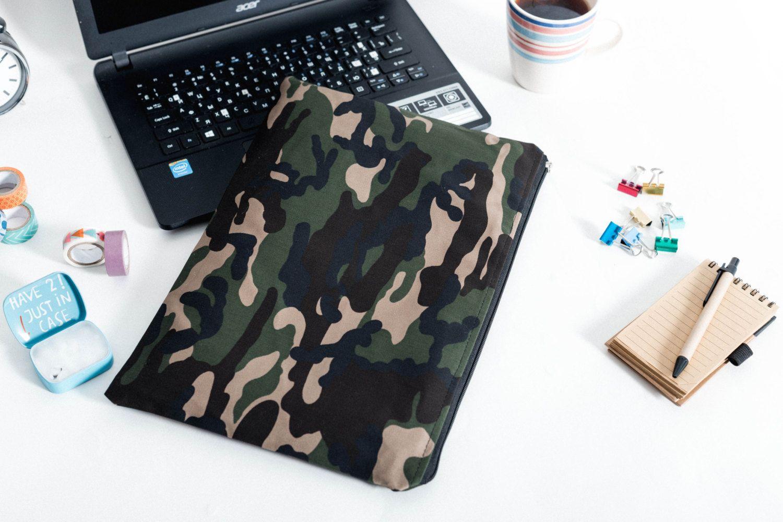 Camouflage green MacBook 13 sleeve with zipper, MacBook