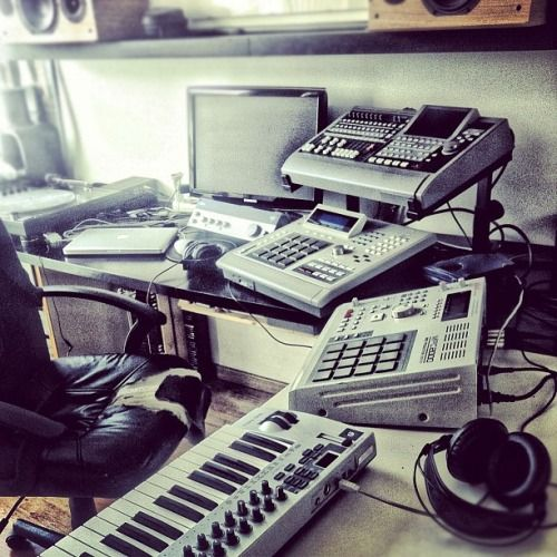Akai Mpc 2000 And Mpc 3000 Home Studio Music Recording Studio Design Music Studio