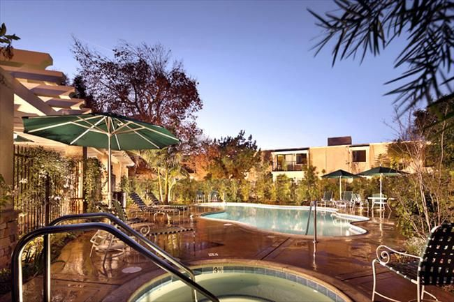 Drake Manor Is Conveniently Located In Pomona Near The Foothill Blvd Shops And Restaurants This 110 Unit Pr Affordable Apartments Apartment Apartment Listings