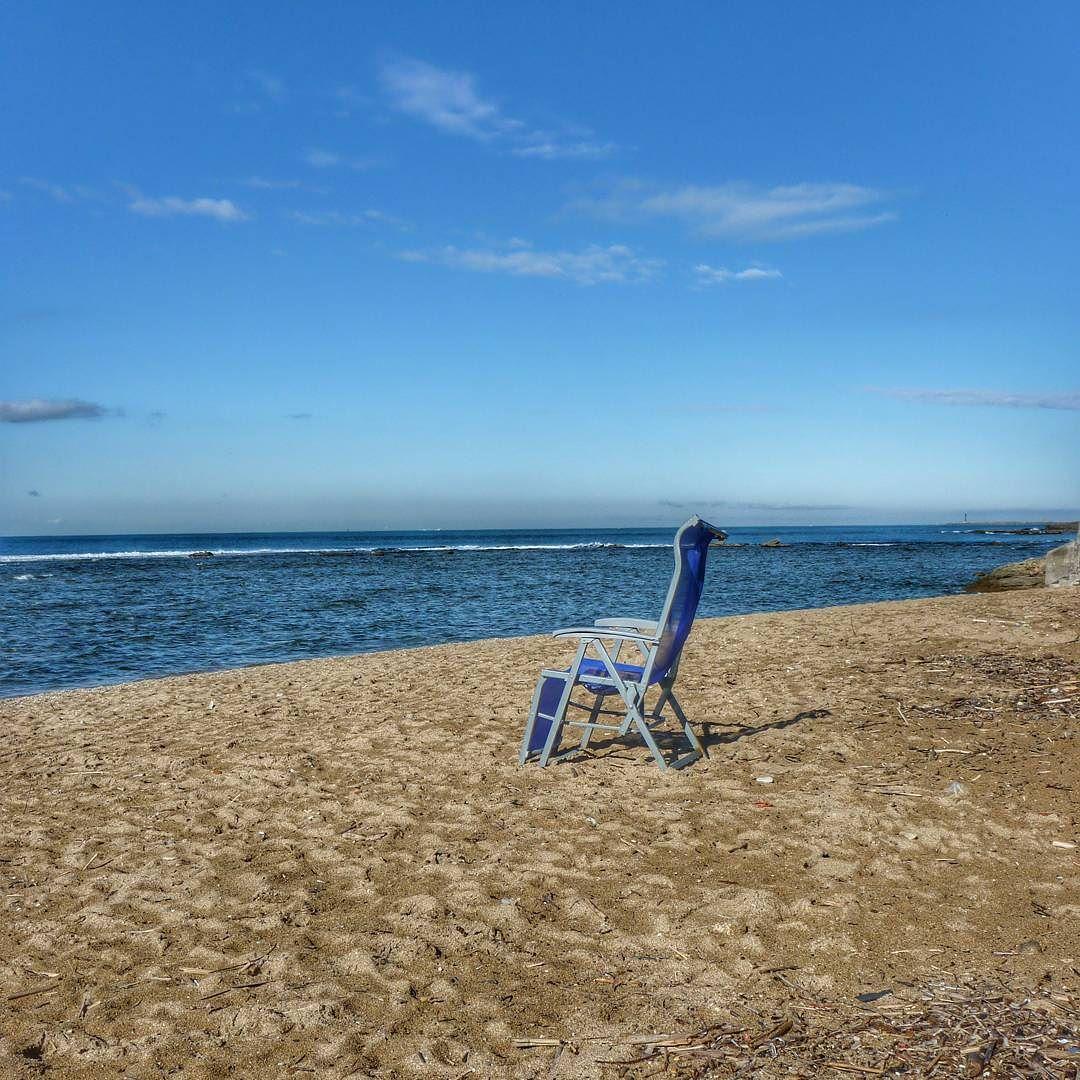 Una sedia pronta per te. Chiunque tu si :) #mare #sea #seaside #instaitaly_photo #instaitalia #instaitaly #italyiloveyou #igersoftheday #igerstoscana #riposo #sonno #natura #estate #vacanza #ferie #italy #spiaggia #scogli #vento #libeccio #landscape #relax #igers #igersoftheday