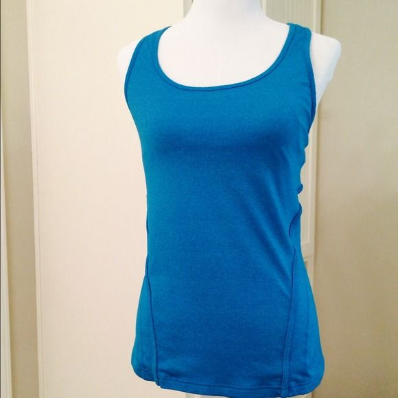 543fbc0694512 GapFit Workout Tank Comfortable tank in excellent condition. Shelf bra   lycra spandex GAP Tops Tank Tops