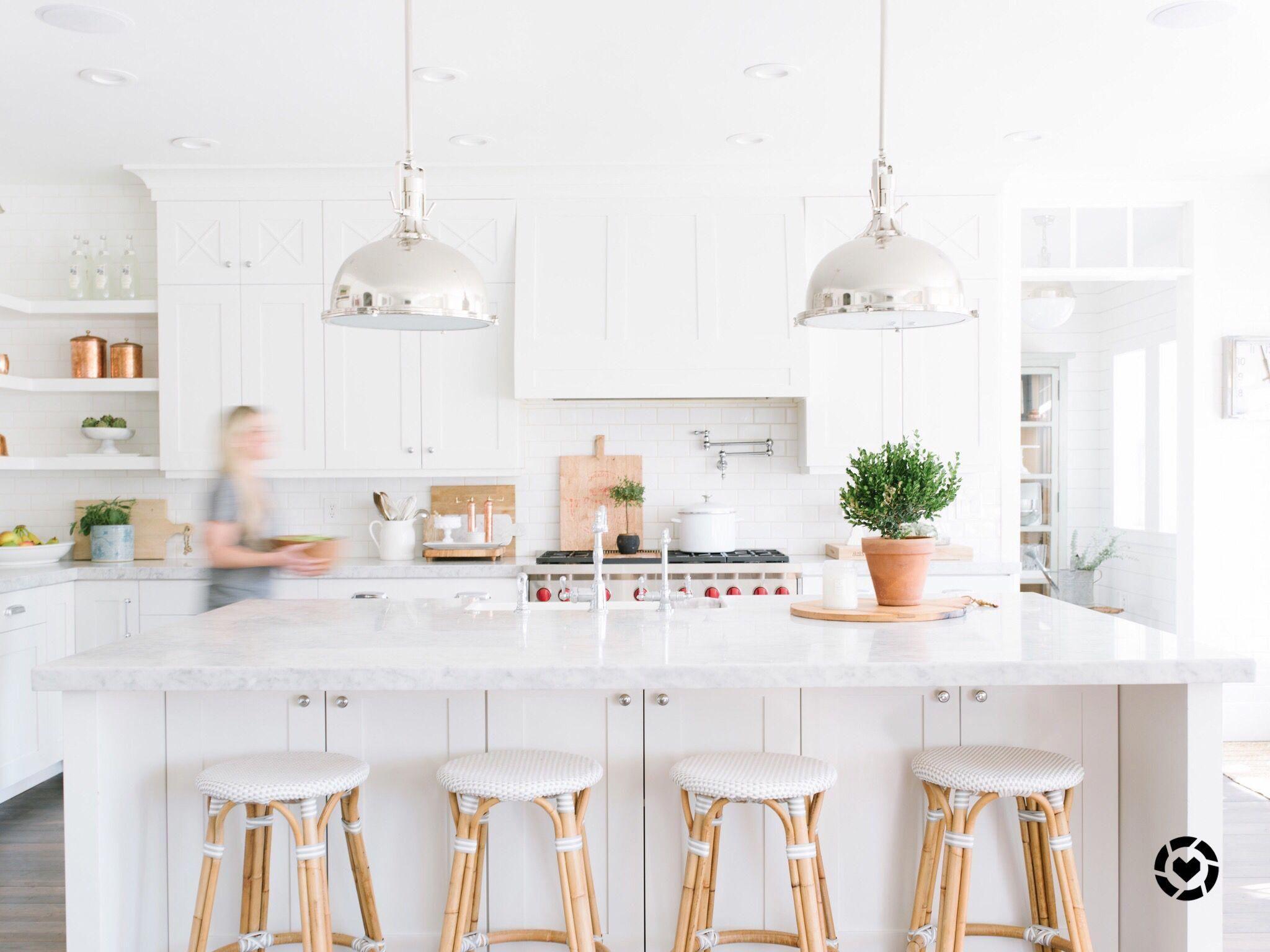White Kitchen Marble Serena And Lily Kitchens Of Instagram Whitekitchen Casa Minimalista Interior Minimalista Fachadas Casas Minimalistas