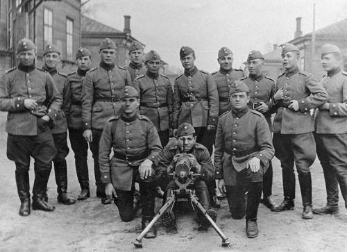 Kokoelma Gardberg. Sotilaita Kärsämäen kasarmilla