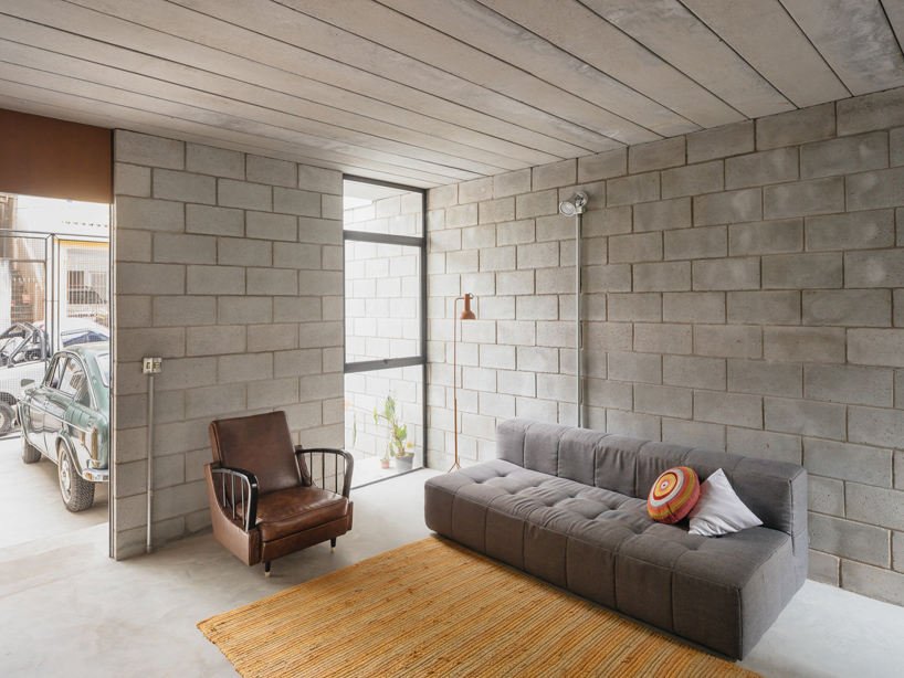 Low Cost Concrete And Cement Blocks Offer A Durable Solution For A Minimalist Multi Level Home In Brazil In 2020 Concrete Interiors Concrete House Cinder Block House