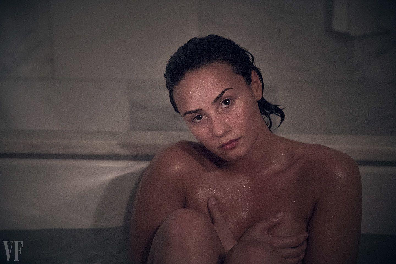 Amy Schumer Nua demi lovato's spontaneous, nude, makeup-free photo shoot
