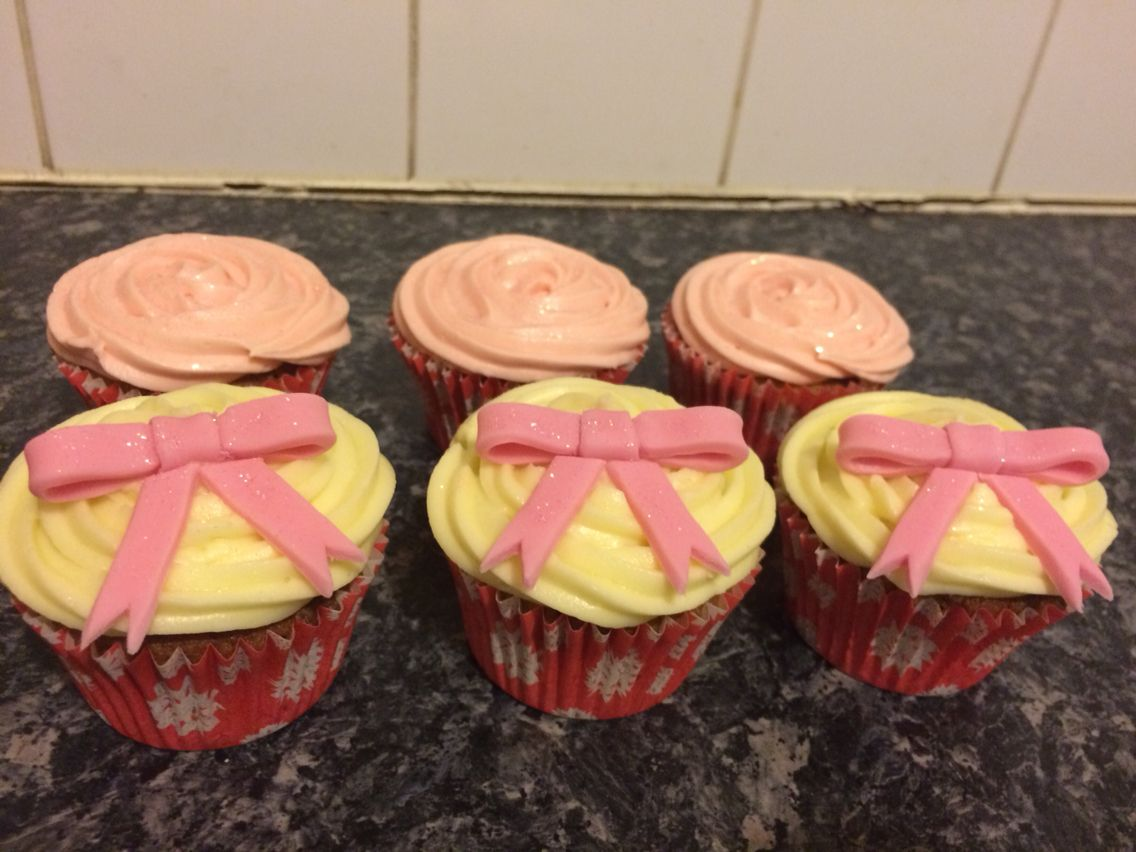Girly bows and sparkles cupcakes for a birthday girly