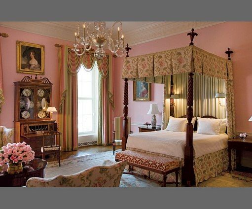 At Home With President George W And Laura Bush In The White House Inside The White House White House Interior Romantic Bedroom Colors