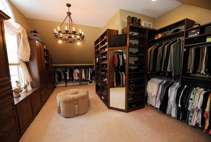 Clarkston Couple Turns Spare Room Into Spacious Luxurious Walk In