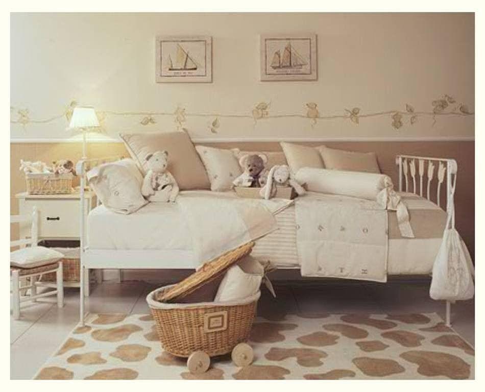 Zócalo en dormitorio infantil con papel lavable