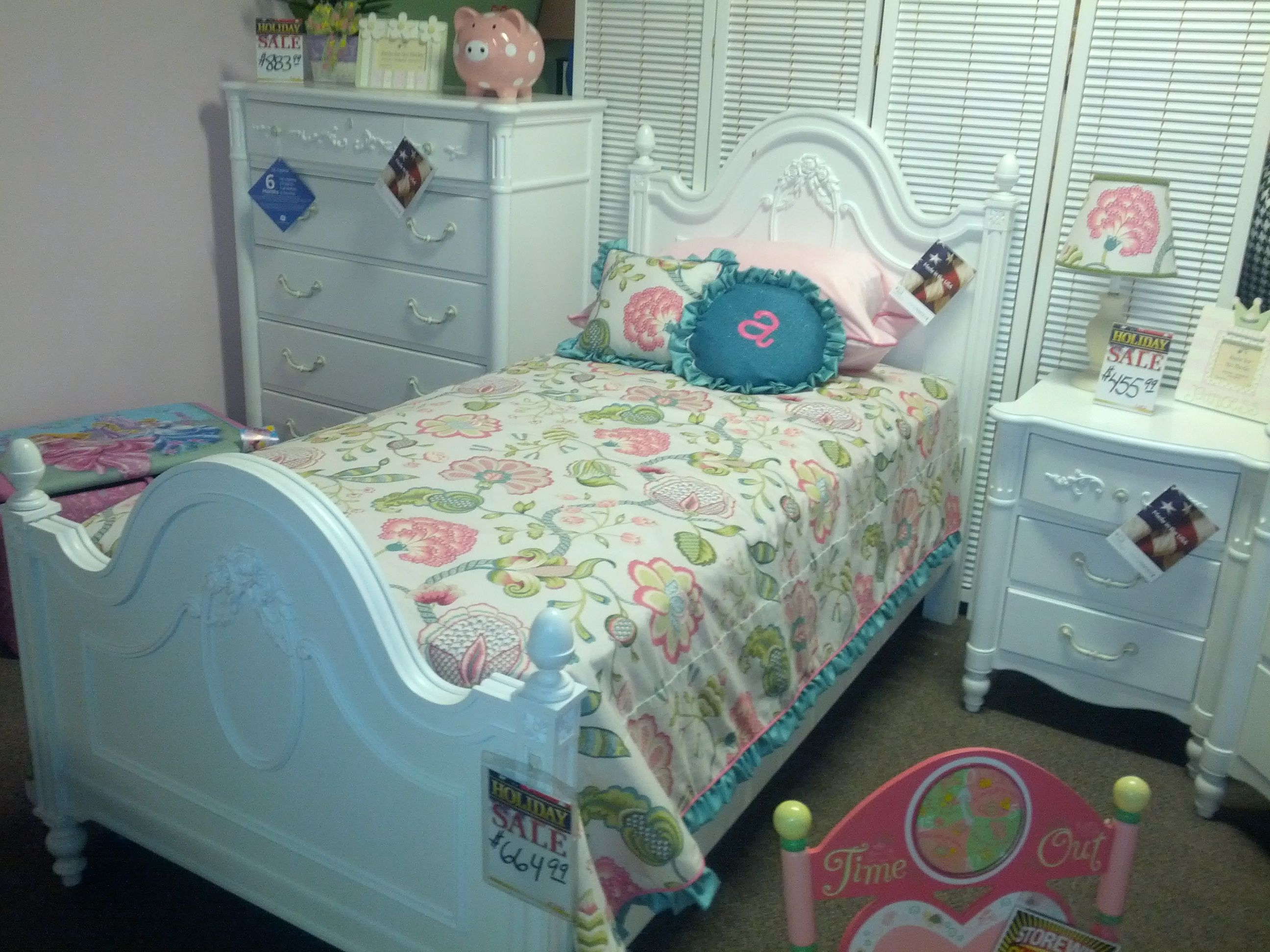Arabella Floral twin bedding on Young America furniture at Kids N