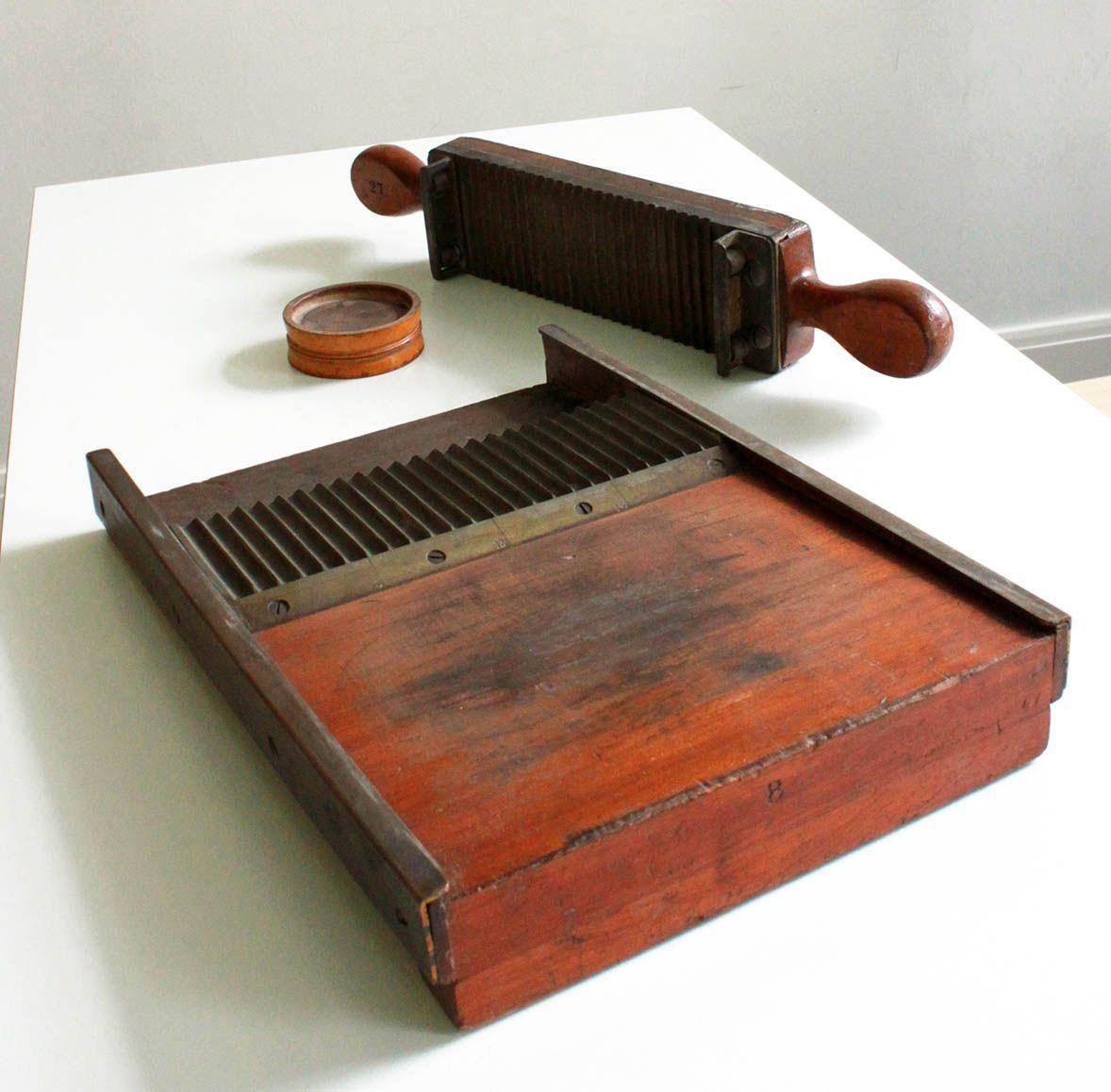 Pill machine and pill rounder, 19th century. The machine