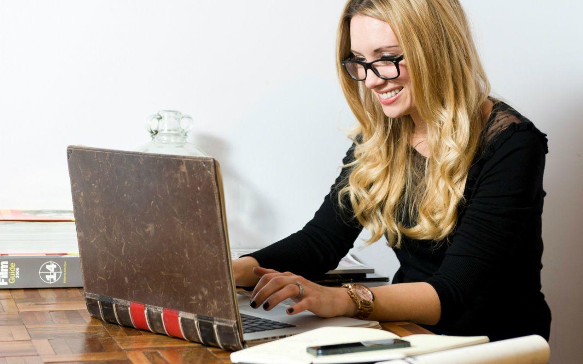 Frauen & Karriere: Fehler bei Job-Emails | Karriere ...