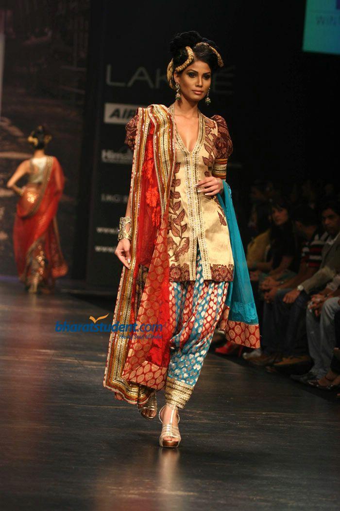 9fdea7b2984a Indian fashion modeled by Neeta Lulla   INDIAN WEAR   Fashion ...