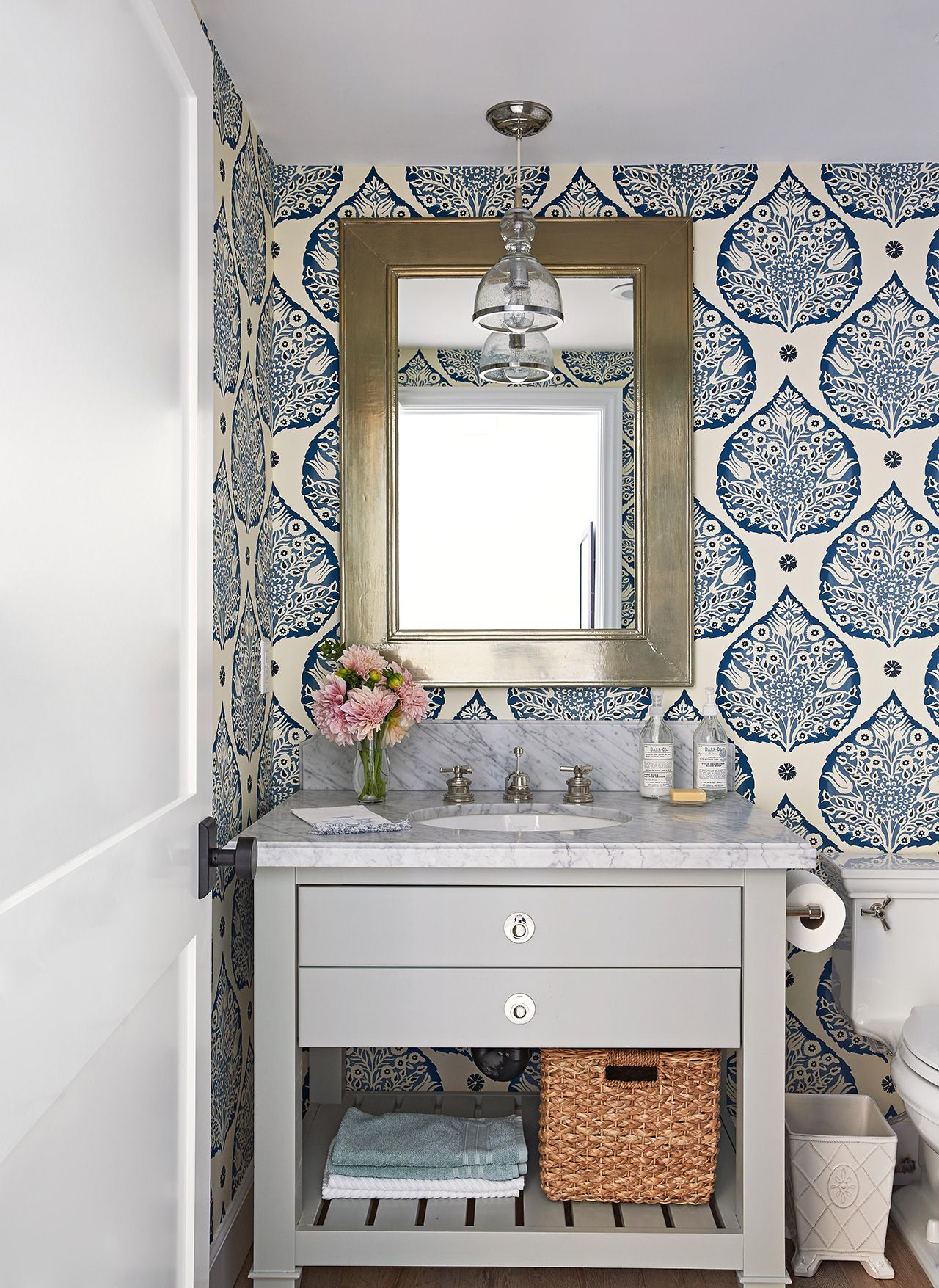 17 Money Saving Tips To Stretch Your Small Bathroom Budget Half Bathroom Decor Small Bathroom Vanities Kid Bathroom Decor [ jpg ]