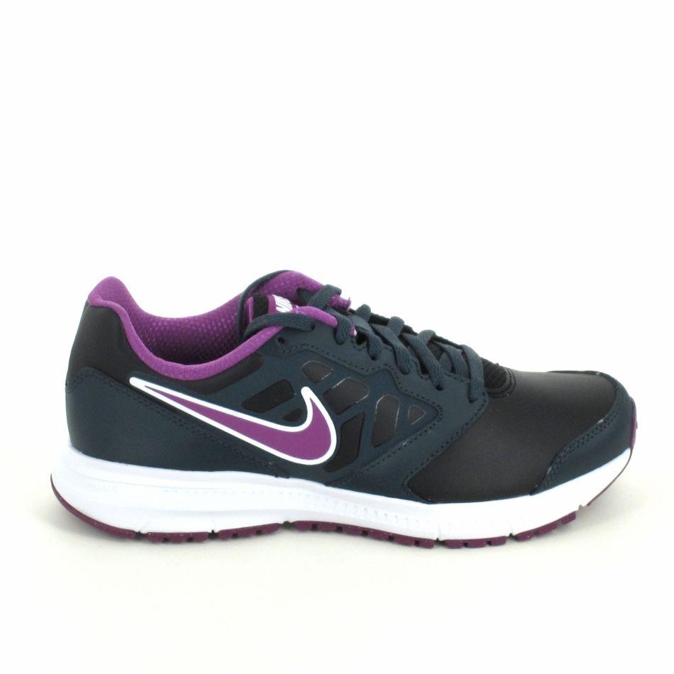 Basket Nike, pour coureus(e) occasionel(le) mais également pour porter tous les jours. La Nike Downshifter 6 en cuir de couleur noir et violet, vous garantie confort et qualité. http://www.sports-loisirs.fr/nike-downshifter-6-cuir-noir.html