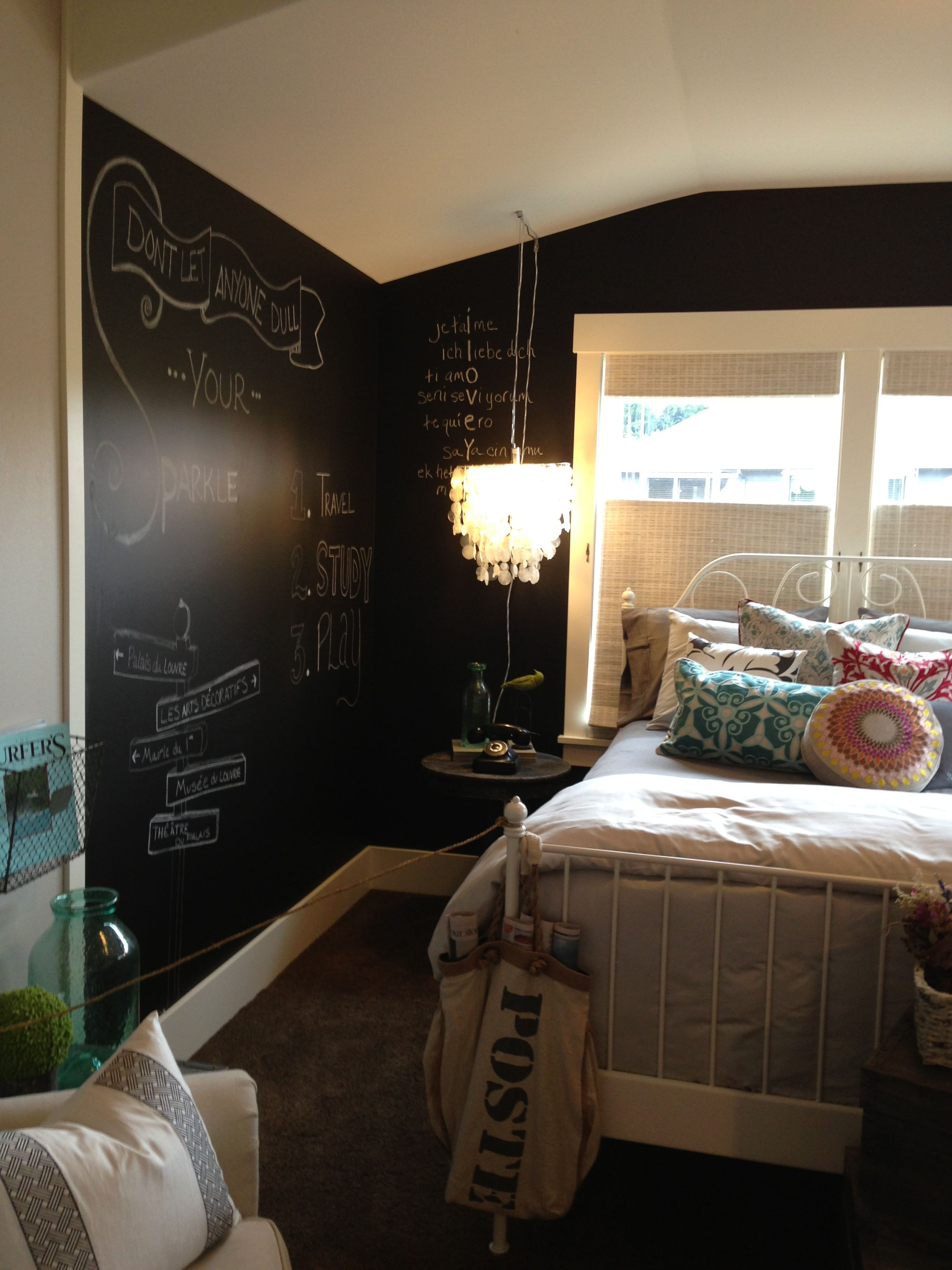 Merveilleux Paint One Wall, Or All Of Them, With Chalkboard Paint. Fun Idea For A  Teenageru0027s Bedroom! I Would LOVE To Paint One Wall Of Serau0027s Room In  Chalkboard.