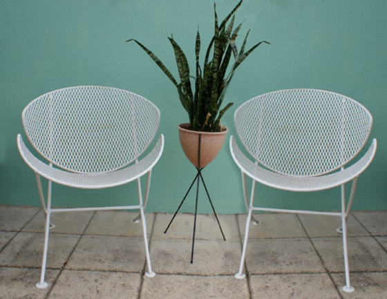 To Follow Up With Last Weeks Post About My Mid Century Modern Inspired Backyard I Ve Mid Century Patio Furniture Metal Patio Furniture Modern Patio Furniture