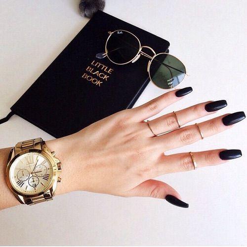 Εικόνα μέσω We Heart It https://weheartit.com/entry/163525887 #blacknails #fashion #style #sunglasses #watch