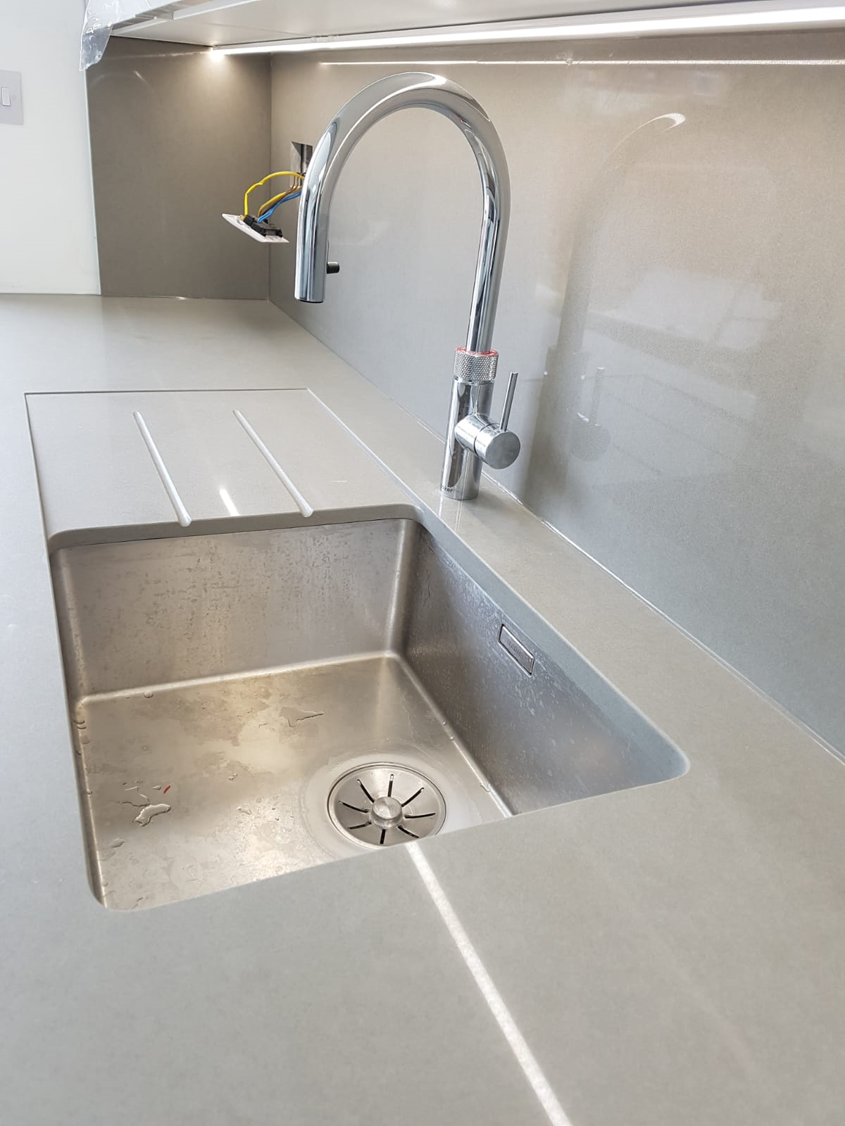 Quartz Worktop With A Slope Down Sink Includes 2 Drainer Grooves