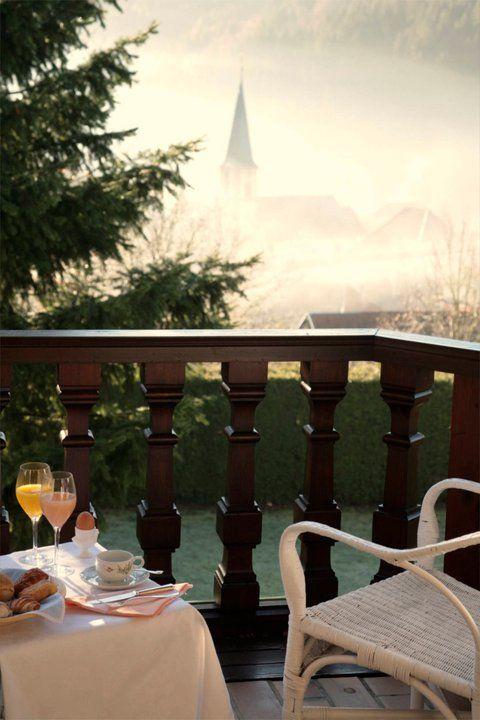 Hostellerie La Cheneaudière Spa Hotel De Lujo Y Restaurante Gourmet En El Campo Colroy La Roche Relais Châteaux Hotel Hotel Restaurant Dining Table