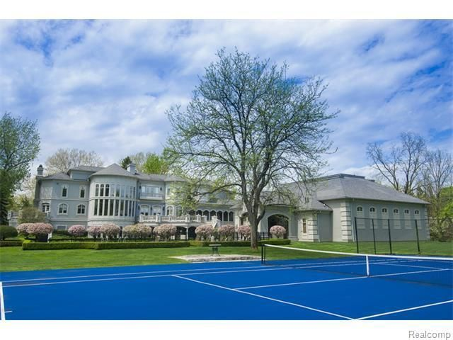 34 Photos Of Ridiculous Homes Currently For Sale In Metro Detroit Indoor Basketball Court Open Gym Indoor Tennis