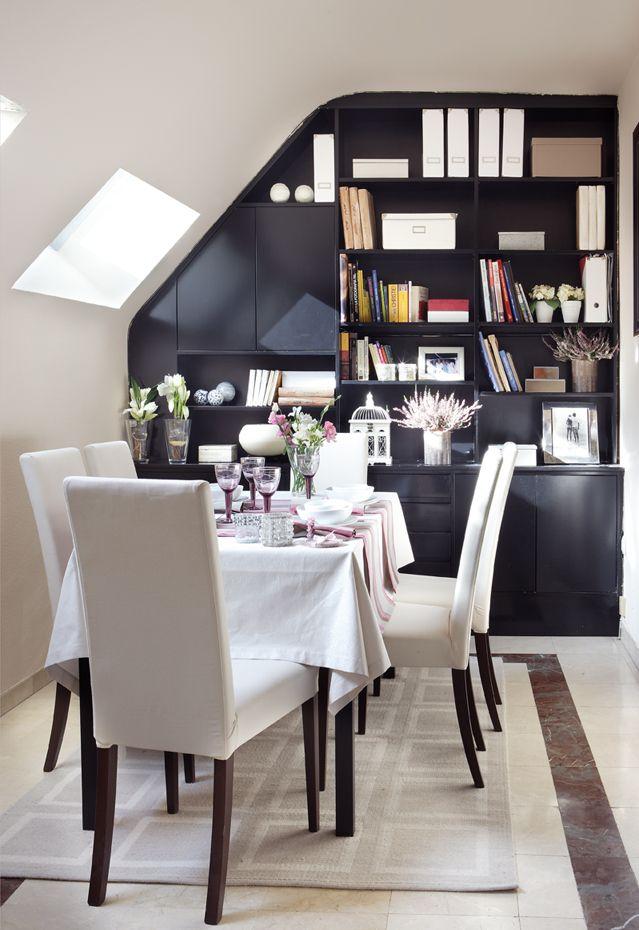 Apartamento con encanto. Comedor, con librería a medida. Madrid.