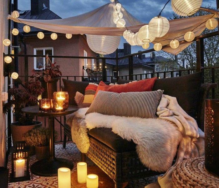 balkon ideen flechtcouch schlafdecke musterkissen. Black Bedroom Furniture Sets. Home Design Ideas
