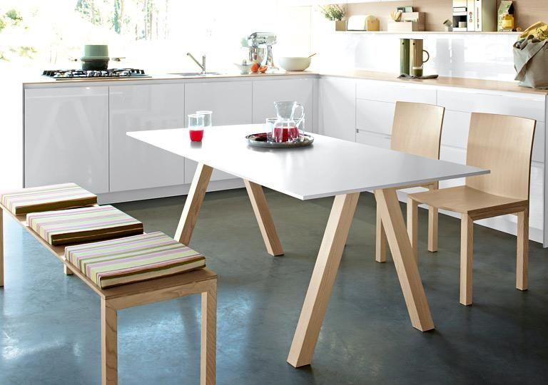 Die neuen Möbel für Essplätze Frei gestellt  - kche mit esstisch