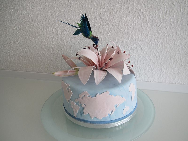 Kolibri mit Lilien-Torte