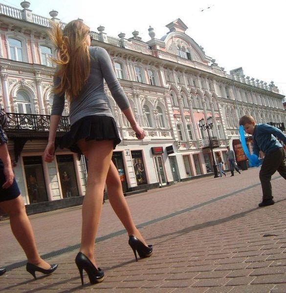 Фото в мини юбке на улице — 4