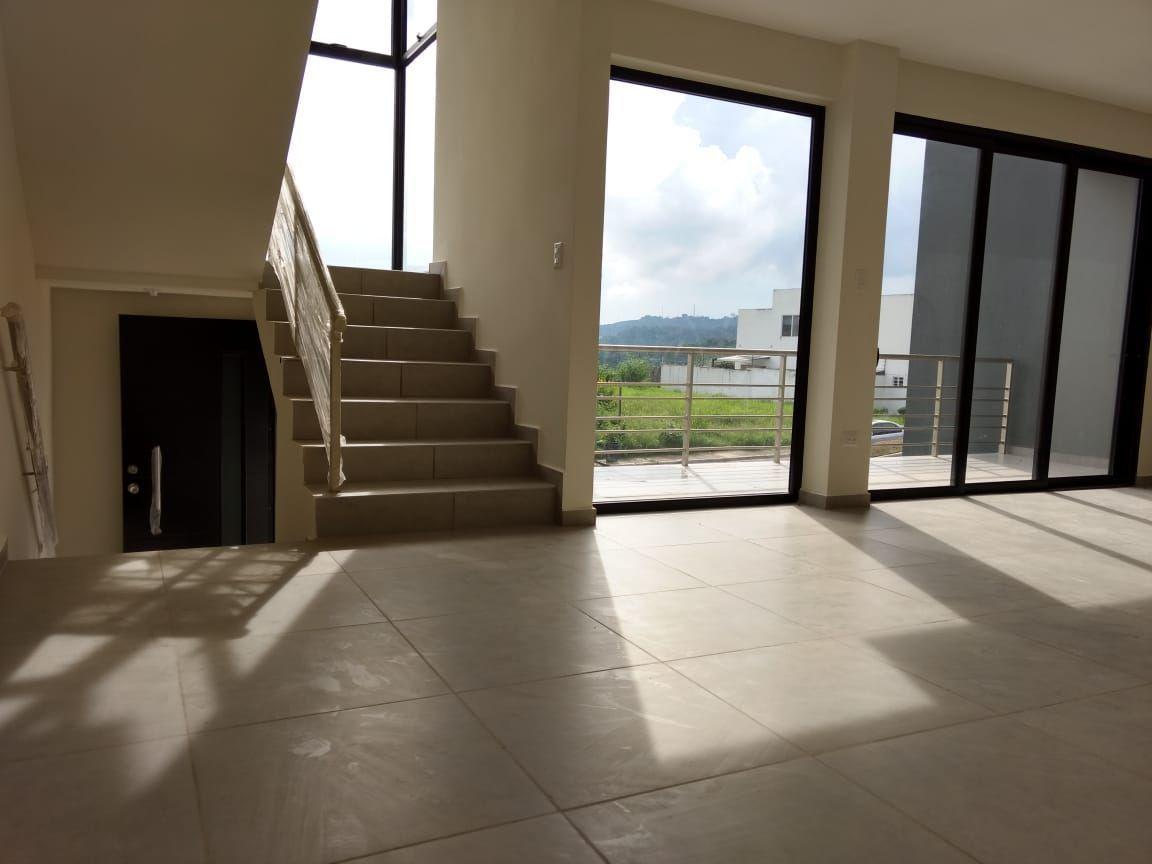 En alquiler moderna casa a estrenar en Condado Vista Real