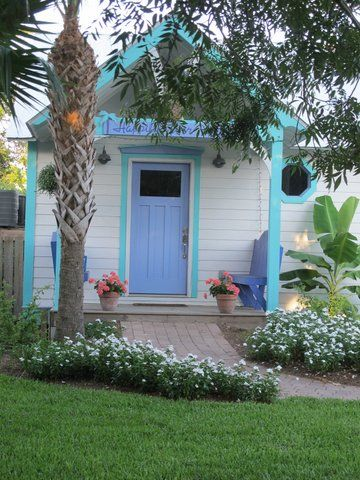 Love the fresh combo of aqua, periwinkle blue and white.