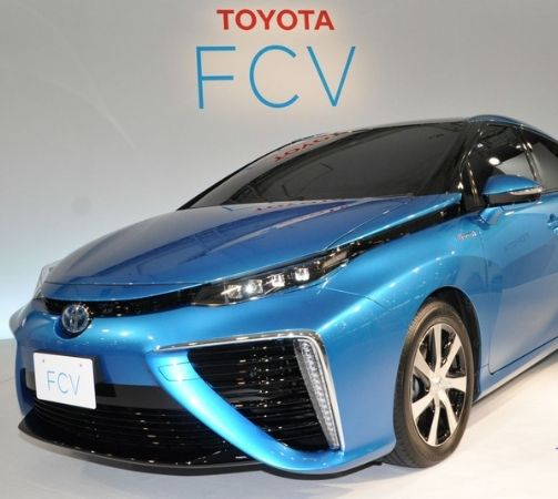 This Eco Friendly Car Only Emits Water Vapor When Driven