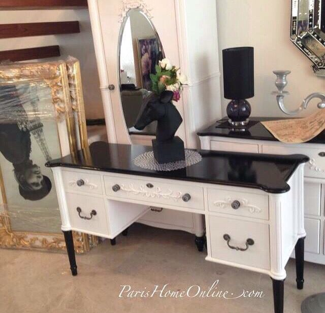 Black And White Victorian Desk To Work Or Study In Style
