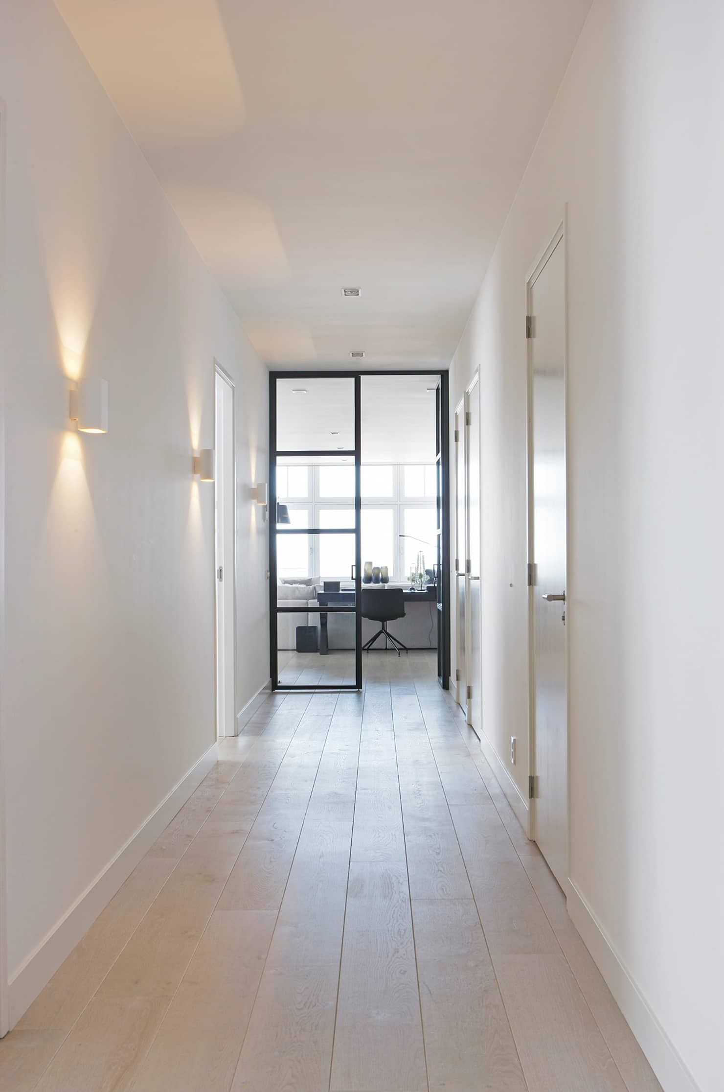 Huis Design Studio Appartement Aan Zee: Gang En Hal Door Grego Design Studio