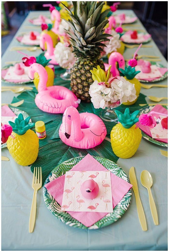 Kleines Mädchen Flamingo und Ananas Hinterhof 1. Geburtstagsparty #ananas #flamingo #geburtstagsparty #hinterhof #kleines #madchen #tropicalbirthdayparty