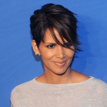 Halle Berry Short Hairstyles 1000 ideas about halle berry haircut on pinterest halle berry short hairstyles halle berry Short Hair Inspiration Halle Berrys Current Side Swept Cut