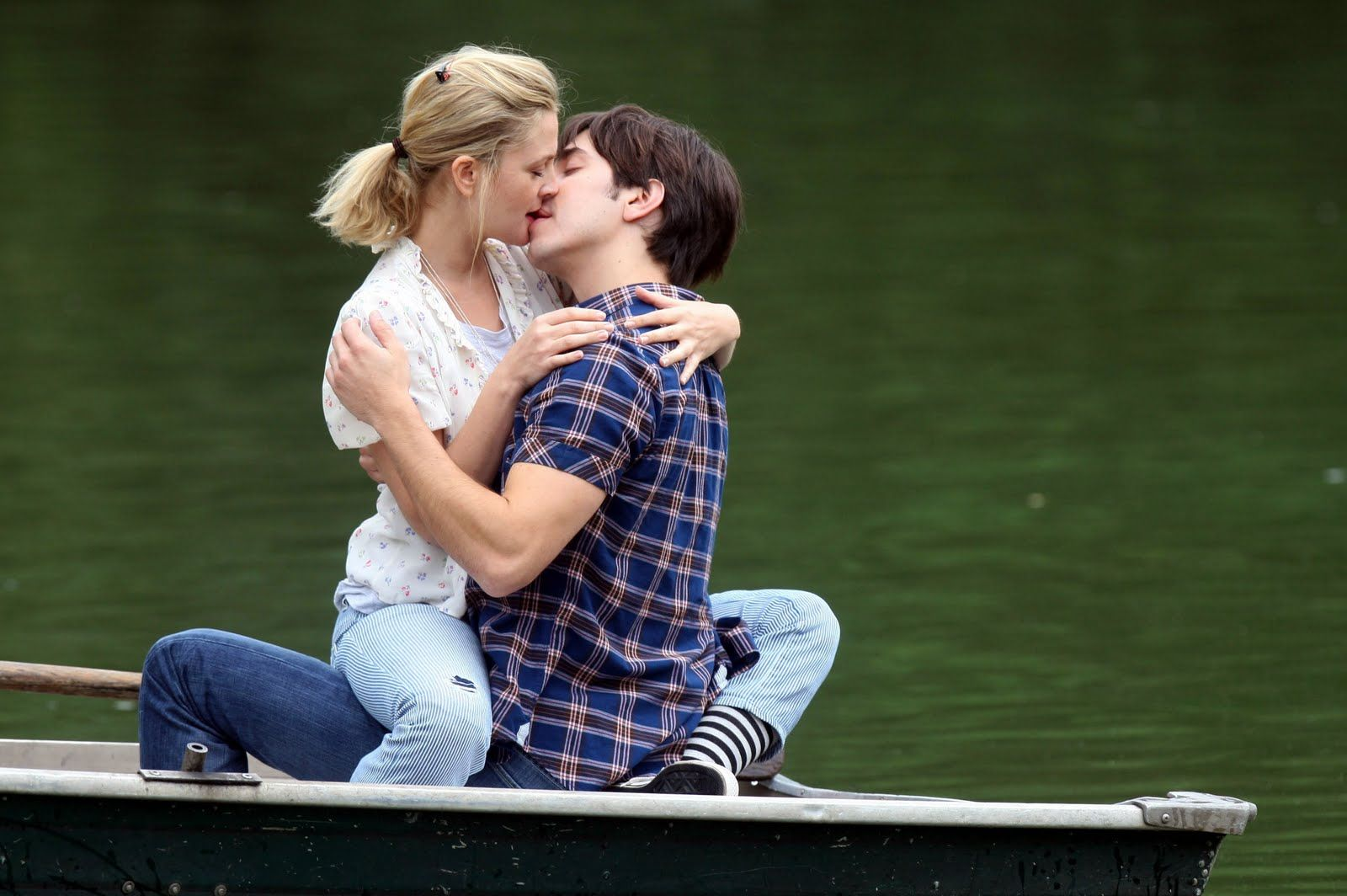 Romantic Couple Kissing Romantic Love Couples Kissing