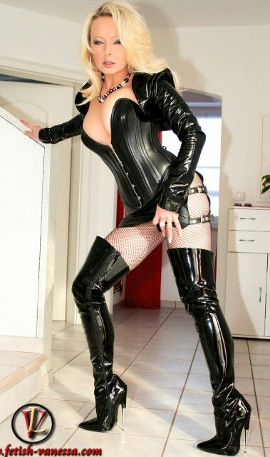 Fetish lady wearing thigh boots pics 646