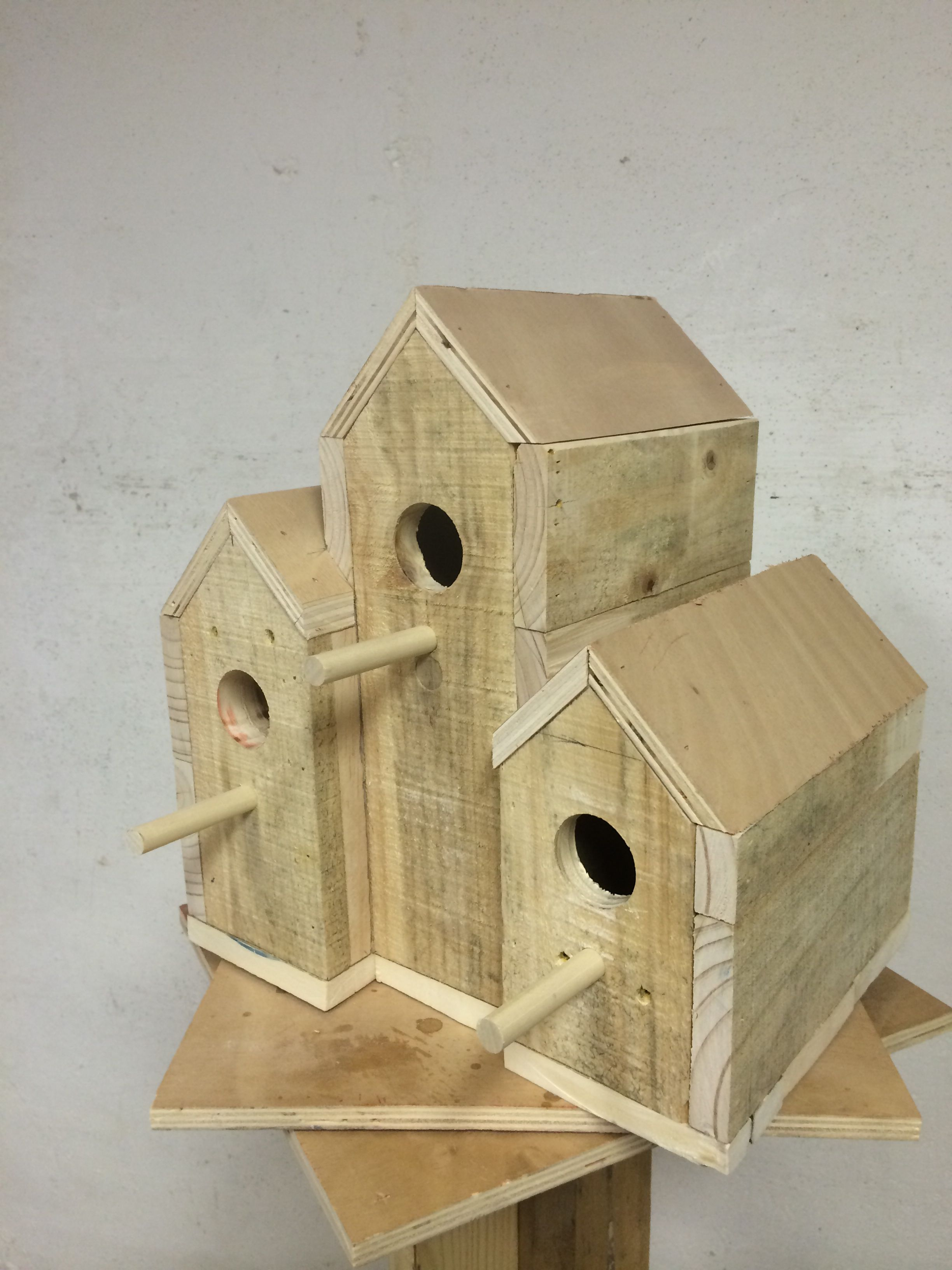 Bird house made out of pallet | Wood working with pallets ...