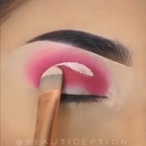 CUT-CREASE MAKEUP