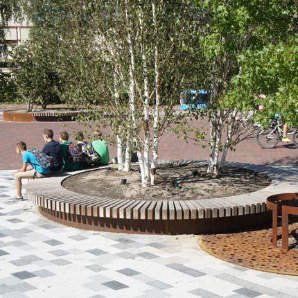 Wooden Tree Guard With Integrated Public Bench Round Tree Isles Streetlife Idei Ozeleneniya Gorodskaya Arhitektura Landshaftnaya Arhitektura
