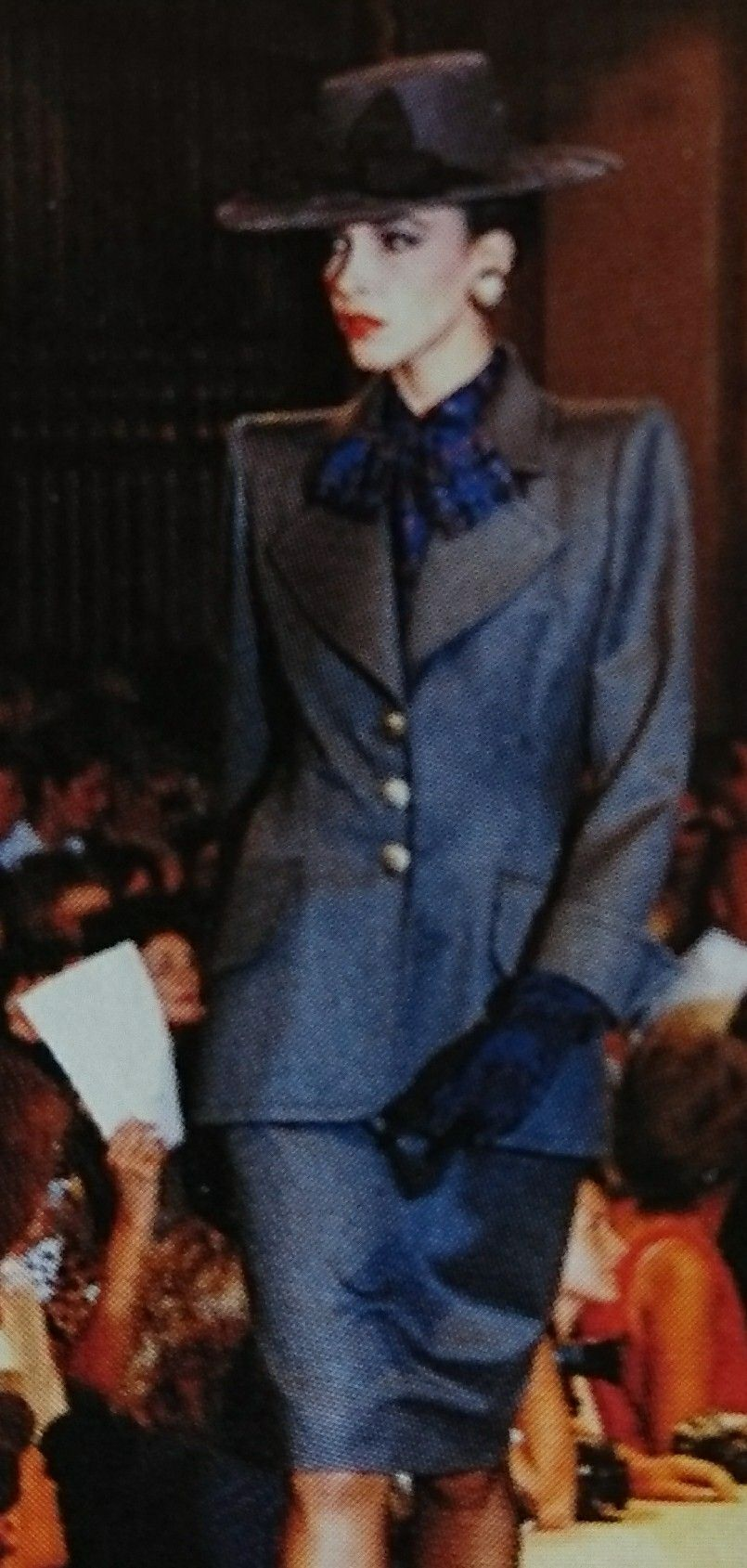 Juillet 1986. Haute couture hiver 1986/87. L Officiel 1000 modèles.