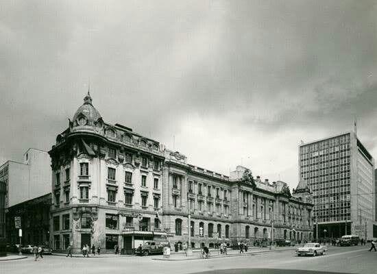 1966 recien construido el Banco Republica
