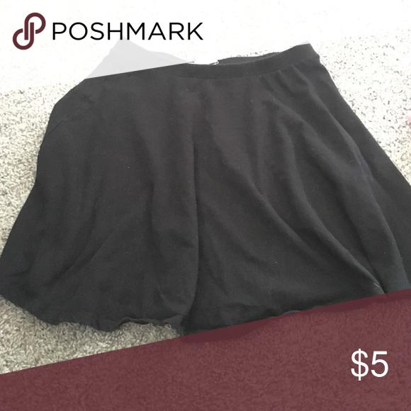 Forever 21 black skirt Black skirt, large, like new condition Forever 21 Skirts Mini
