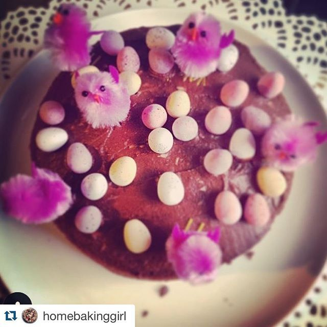 We are getting in the mood for the holiday weekend at Caledonian Language School! This tasty Easter cake was baked by one of our office team. We are all hoping for some to appear for us to eat this week! #almosteaster #cake #chicks #chocolate #homemade #caledonianlanguageschool #officeteam #edimbourg #edimburgo #edinburgh #holidayweekend #learnenglish #englishclass #languagepuns #eggcellent