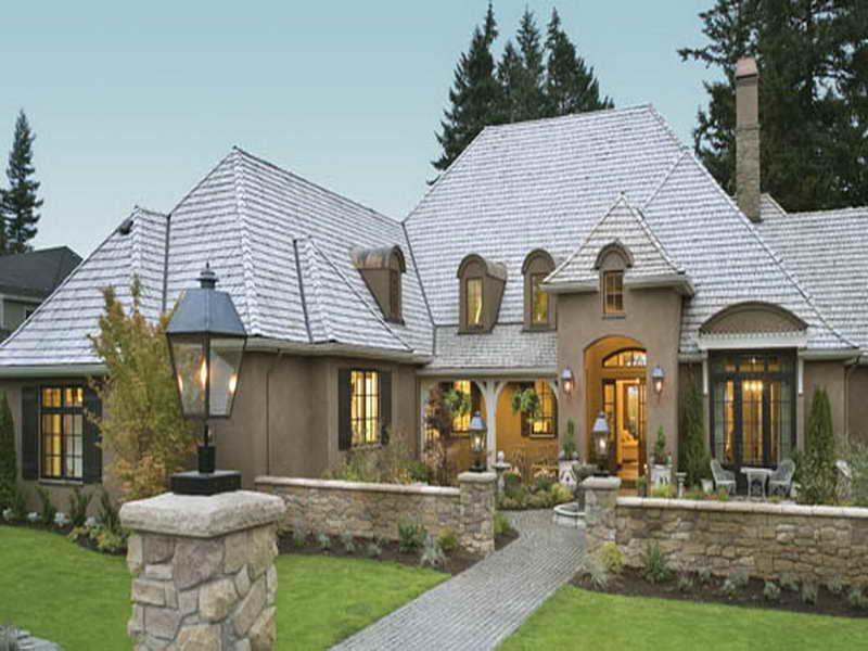 house cottage style single story home exterior