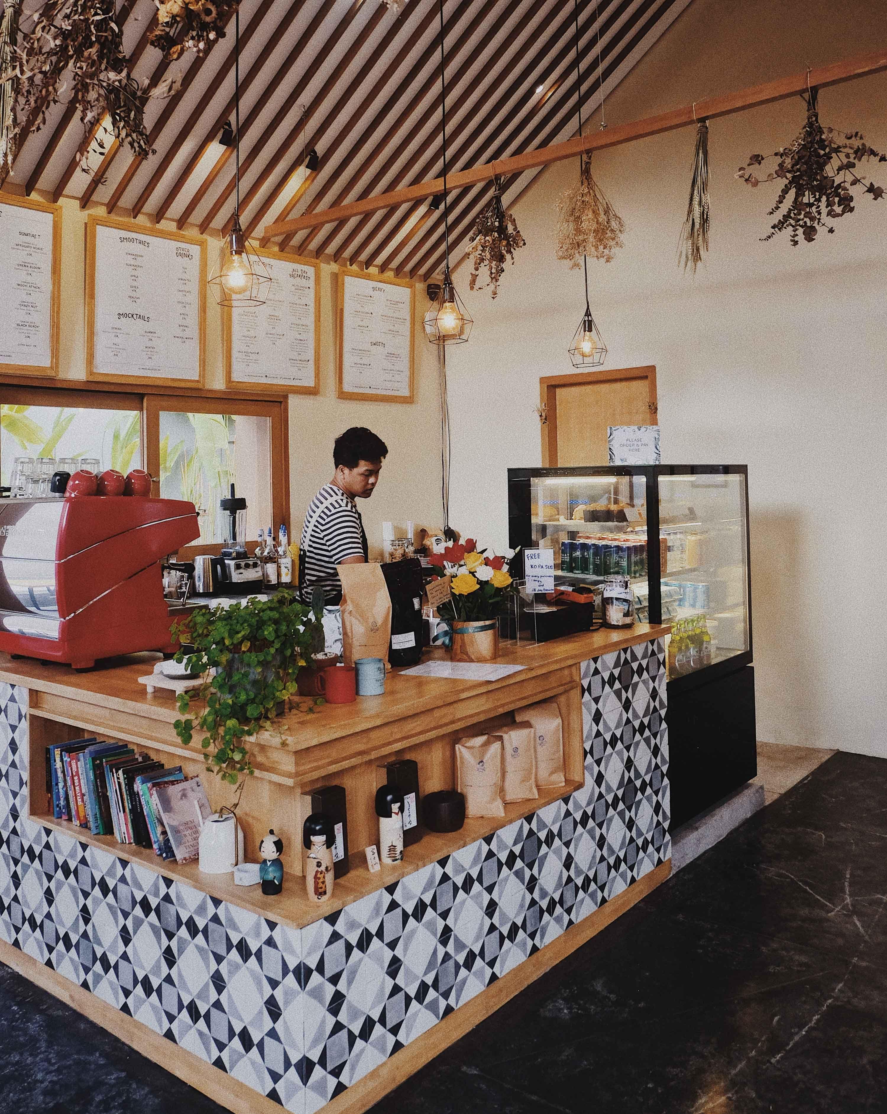 Canvas Cafe Bali Tropis Dekorasi